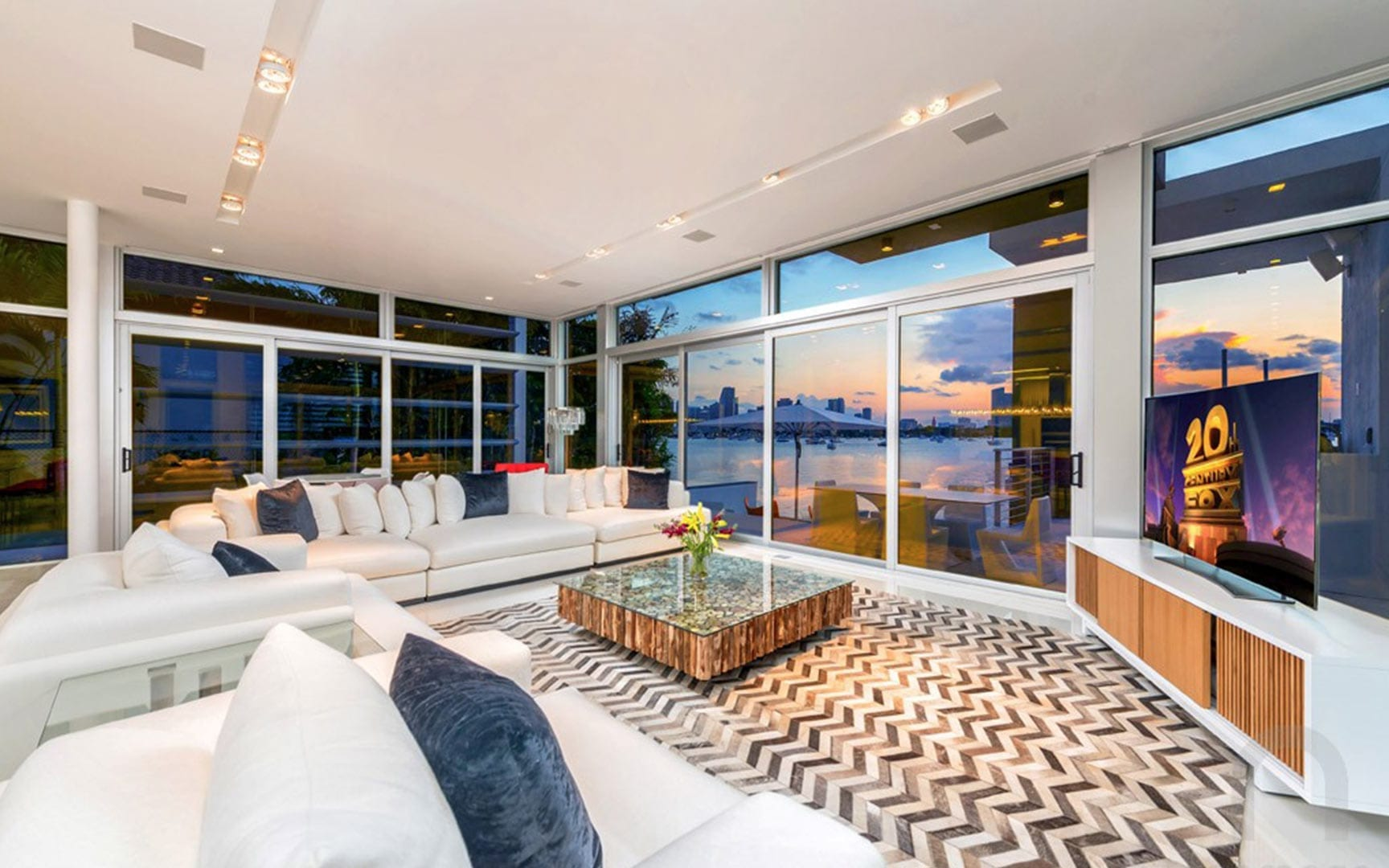 Ultra-Modern luxury waterfront vacation rental home with pool and boat dock in Miami - Villa Manuela - Nomade Villa Collection