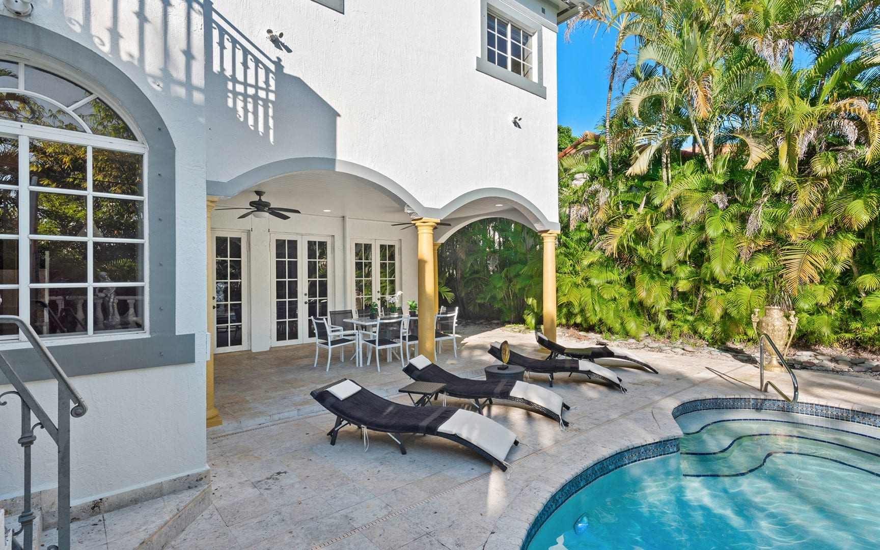 Stunning living areas in an exclusive waterfront luxury vacation home rental in Miami - Villa Versace - Nomade Villa Collection